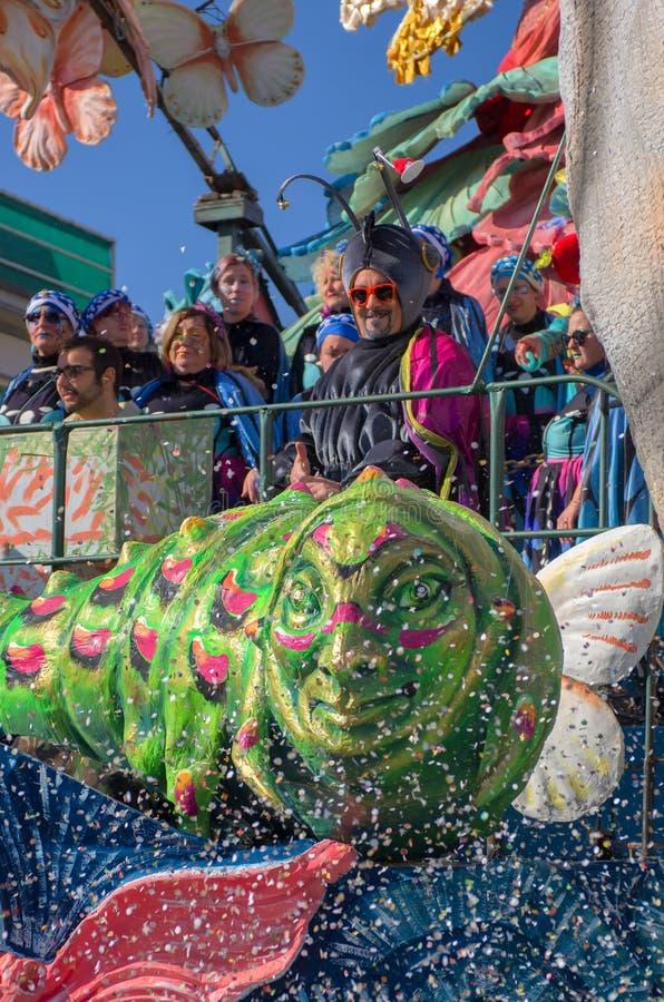 Todas as cores do carnaval 2019 de Viareggio, Toscânia, Itália imagem de stock