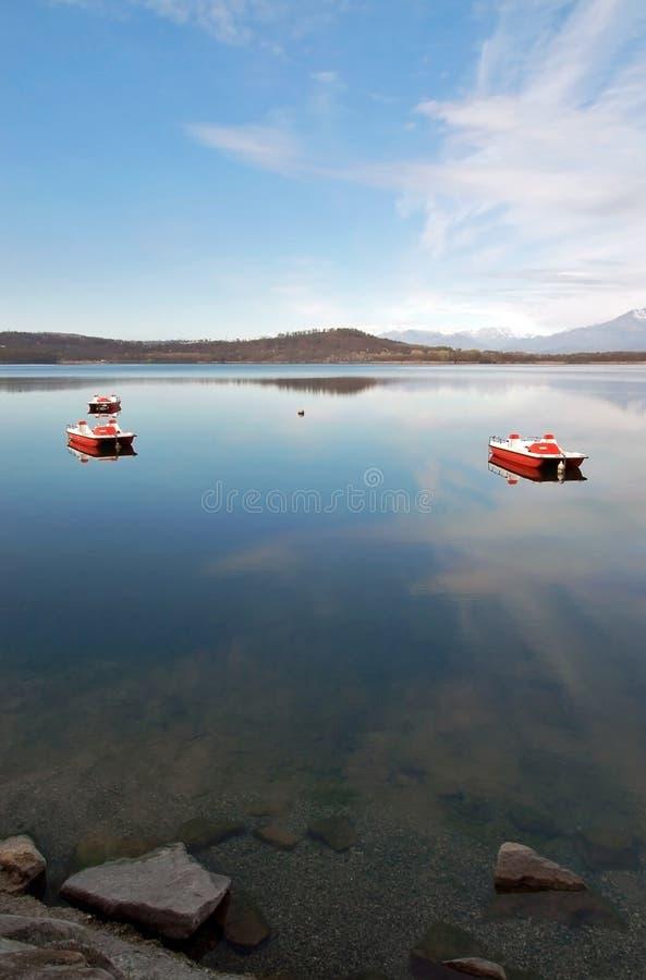 Todavía agua del lago fotos de archivo libres de regalías