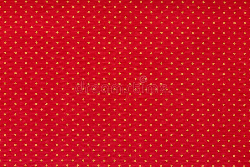 Todav?a cierre de la vida encima del detalle de un trozo de papel rojo brillante con los lunares blancos alineados y la textura foto de archivo libre de regalías