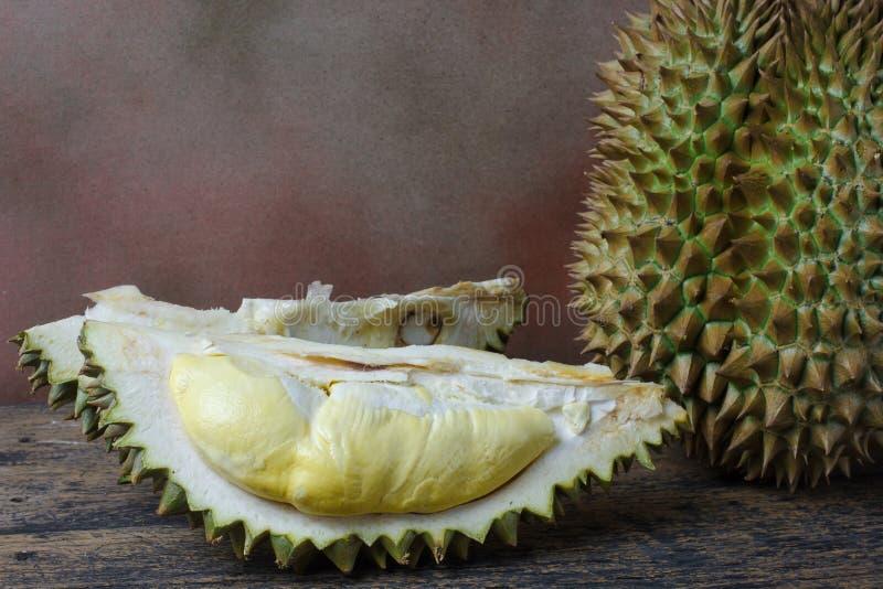Todavía concepto de la vida, Durian en el fondo de madera fotografía de archivo libre de regalías
