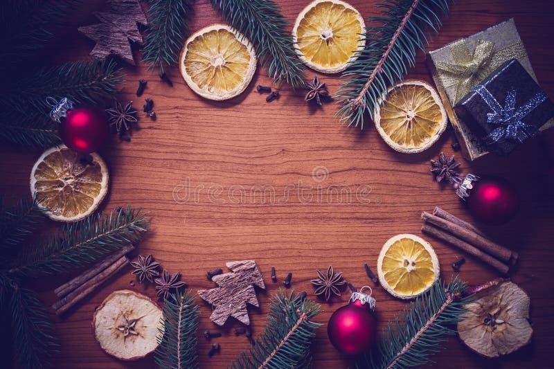 Todavía de la Navidad vida con la fruta y las especias imágenes de archivo libres de regalías