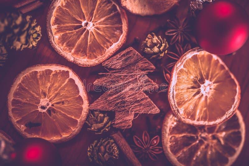 Todavía de la Navidad vida con la fruta y las especias imagenes de archivo