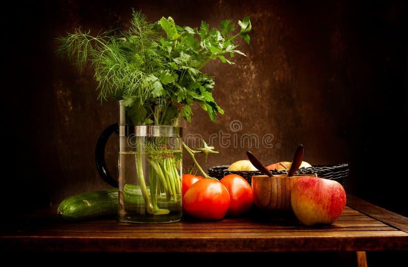 Todavía del vintage vida clásica con las verduras y las frutas foto de archivo libre de regalías