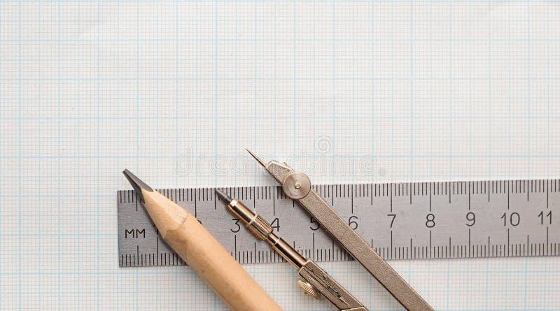 Todavía foto de la vida del papel cuadriculado de la ingeniería con el lápiz imagen de archivo libre de regalías
