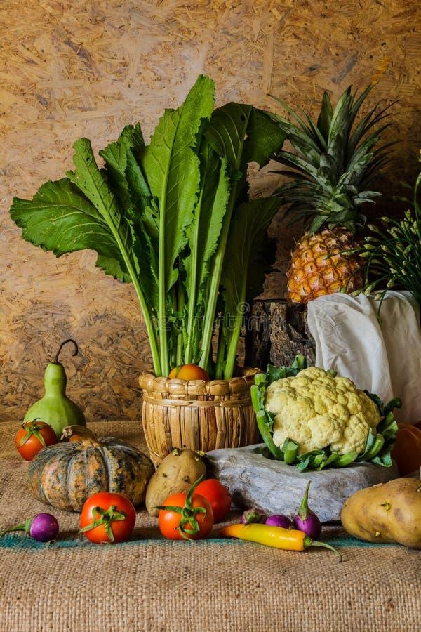 Download Todavía Verduras, Hierbas Y Frutas De La Vida Imagen de archivo - Imagen de otoñal, otoño: 41900211