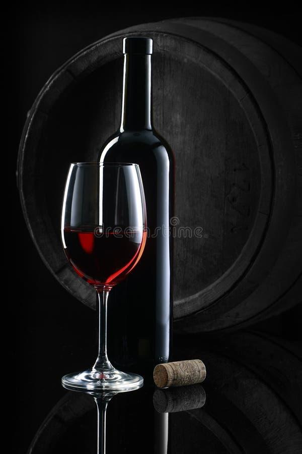 Todavía vida con el vino rojo fotografía de archivo libre de regalías