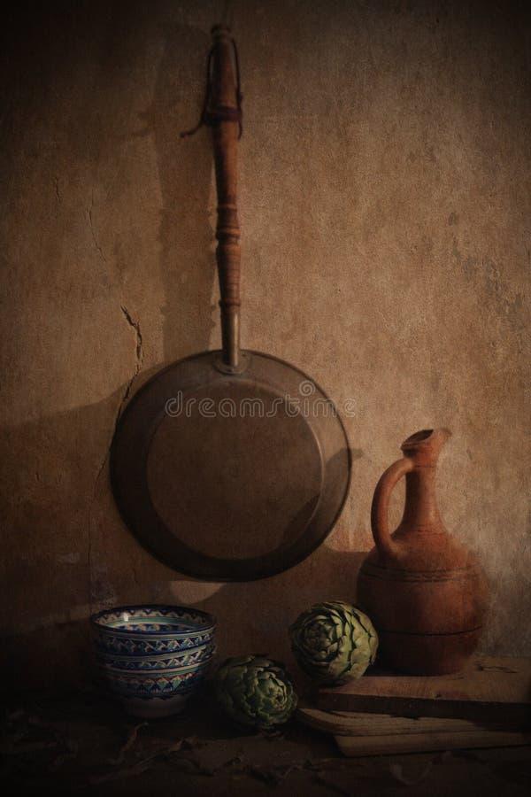 Todavía vida con la alcachofa imagen de archivo