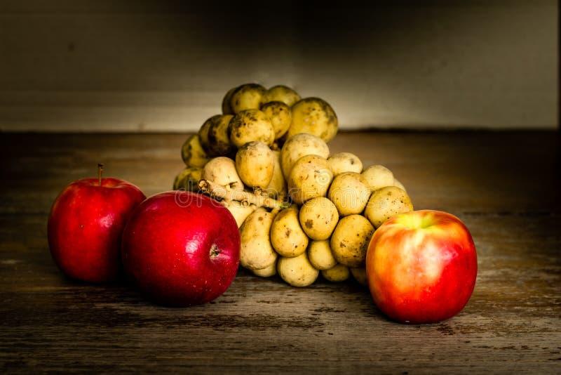Todavía vida con la fruta fotografía de archivo