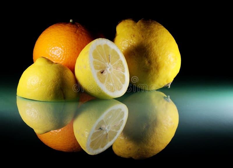 Todavía vida con las frutas cítricas fotografía de archivo