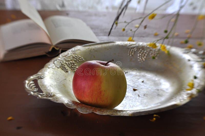Todavía vida con las manzanas foto de archivo
