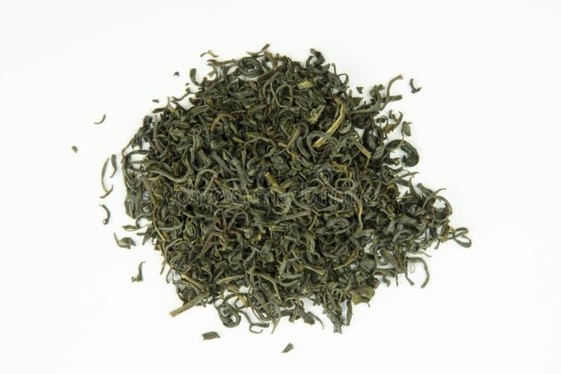 Todavía vida con una opinión del primer de las hojas de té verdes aisladas imágenes de archivo libres de regalías