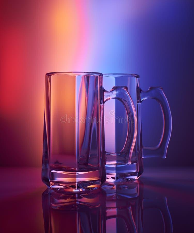 Todavía vida 1 Copa de cristal de cerveza imagenes de archivo