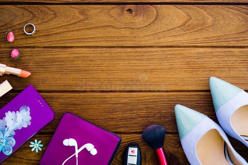 Todavía vida de la mujer de la moda Fondo cosmético femenino Overh foto de archivo