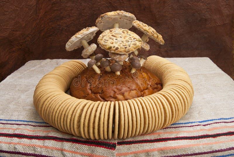 Todavía vida de tortas, de pasteles y de panecillos fotos de archivo libres de regalías