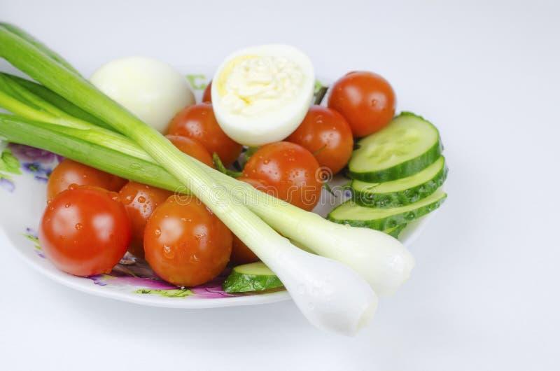 Todavía vida de verduras en placa foto de archivo