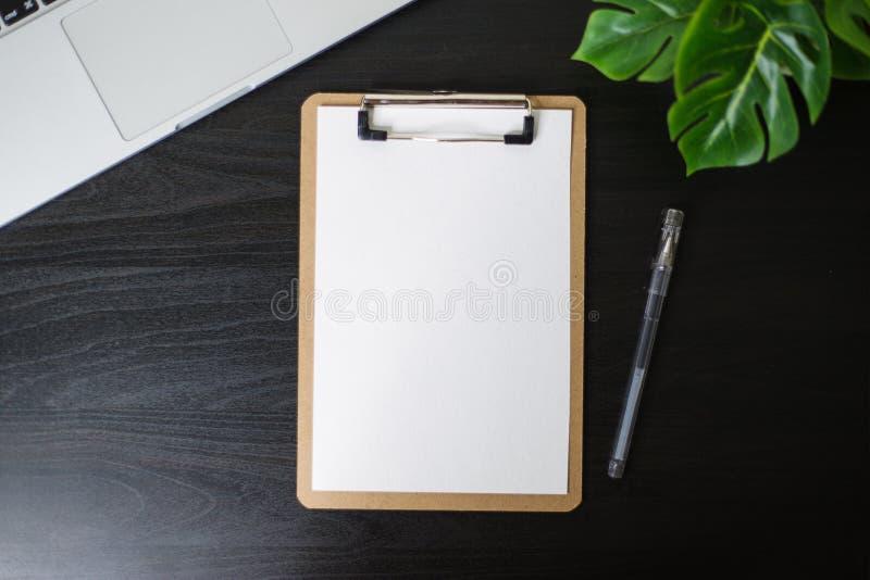 Todavía vida, negocio, materiales de oficina o concepto de la educación: Imagen de la visión superior del cuaderno abierto, del t fotografía de archivo