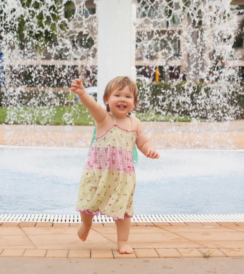 Free Toddler Playing With Water Stock Images - 66599184