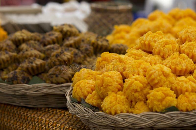 Toddy Palm Cake Kanom Tarn thailändsk efterrätt Den naturliga gulingen ca royaltyfri foto