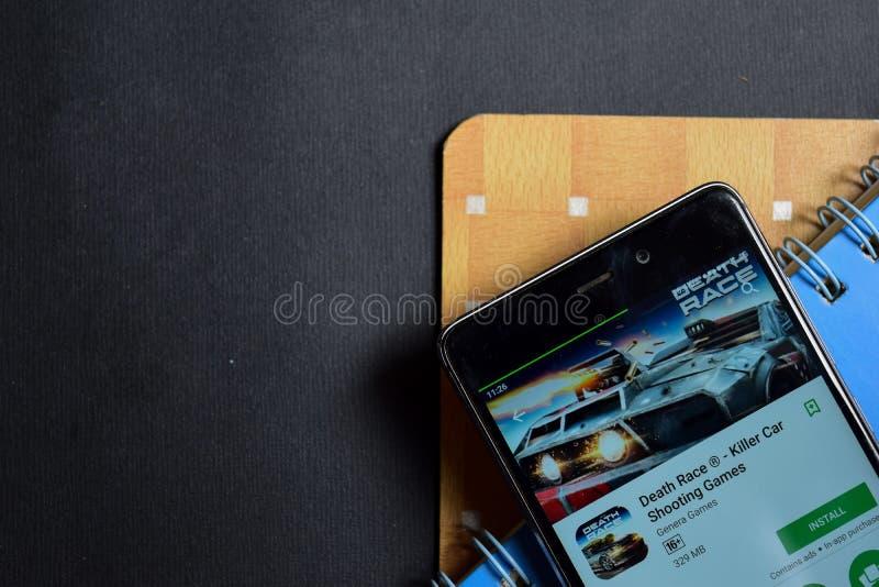 Todesrennen - Mörder-Auto-Schießen-Spielentwickler-APP auf Smartphone-Schirm lizenzfreie stockbilder