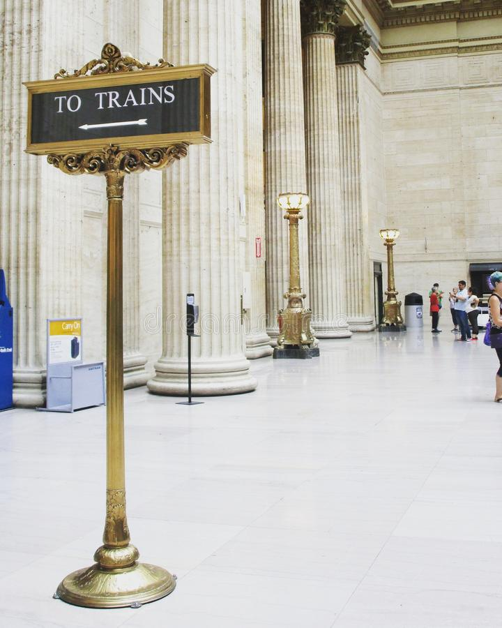 Todo o ponto dos sinais aos trens foto de stock