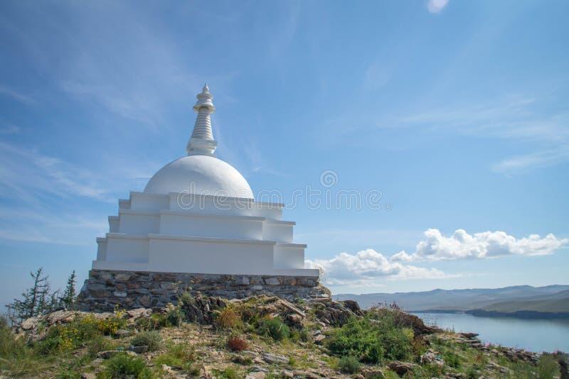 Todo o Stupa auspicioso de Great Awakening, ilha de Ogoy, o Lago Baikal imagens de stock royalty free
