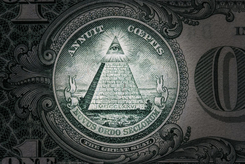 Todo-ver el ojo en el un dólar Nuevo orden mundial caracteres de la élite 1 dólar foto de archivo libre de regalías