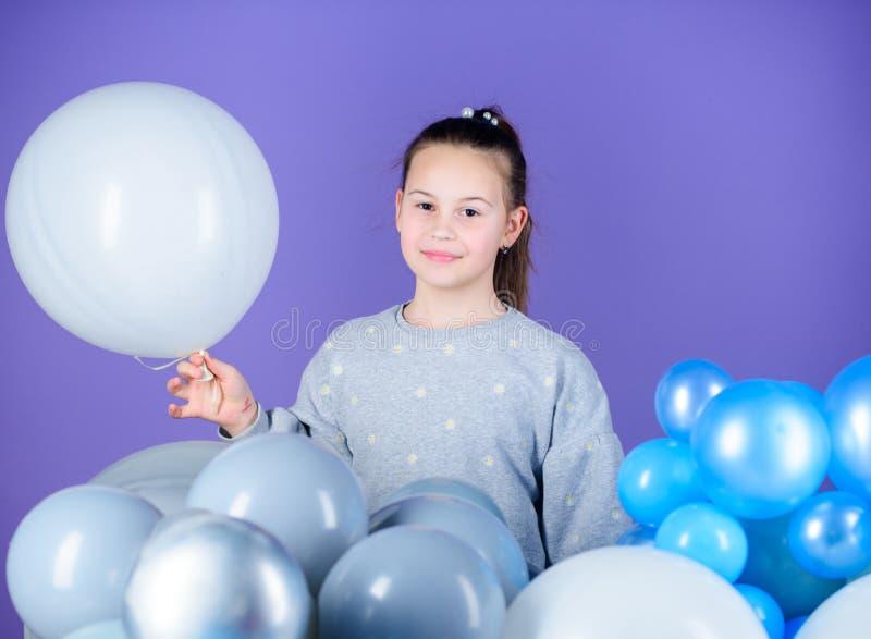 Todos aqueles balões para mim Emoções positivas da felicidade Obcecado com balões de ar Tendo o divertimento Partido do tema dos  fotos de stock royalty free