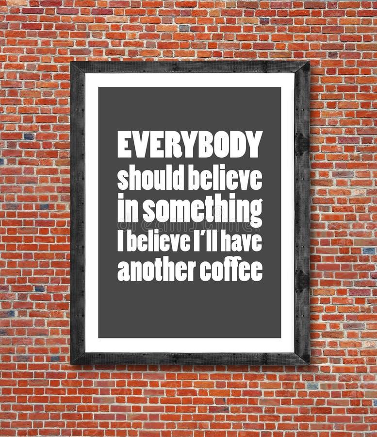 Todos debe creer en el café escrito en marco imágenes de archivo libres de regalías