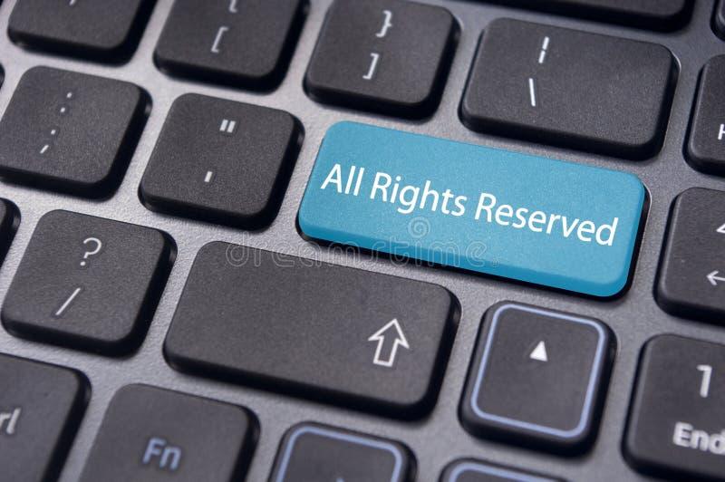 Todos los derechos reservados mensaje en el teclado imagen de archivo libre de regalías
