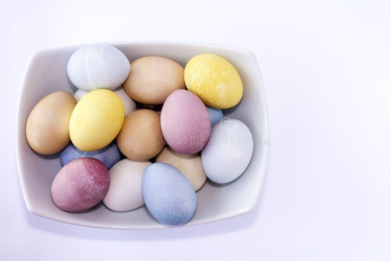 Todos los huevos de Pascua teñidos naturales fotografía de archivo libre de regalías