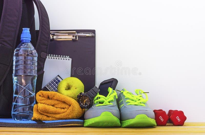 Toebehoren voor fitness en sporten in de gymnastiek royalty-vrije stock afbeeldingen