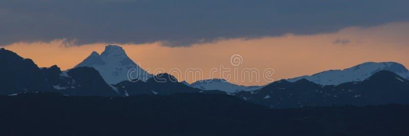 Toedi en la puesta del sol, visión desde Obermutten fotografía de archivo libre de regalías