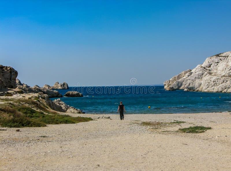 Toegang tot de baai aan het blauwe overzees stock afbeelding