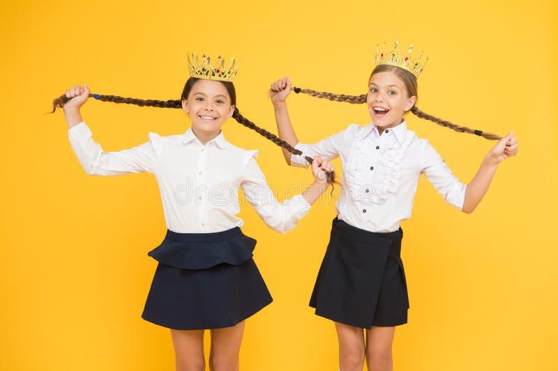 Toekenning en eerbied Leuke Prinses Motieventoekenning voor schoolkinderen De levensstijl van de de weergaveluxe van meisjesjonge royalty-vrije stock afbeelding