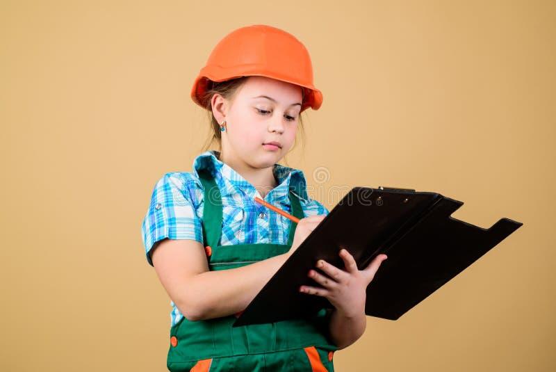 Toekomstig beroep Het meisje van de jong geitjebouwer Bouw uw toekomst zelf Van de het meisjesbouwvakker van het initiatiefkind d stock afbeelding