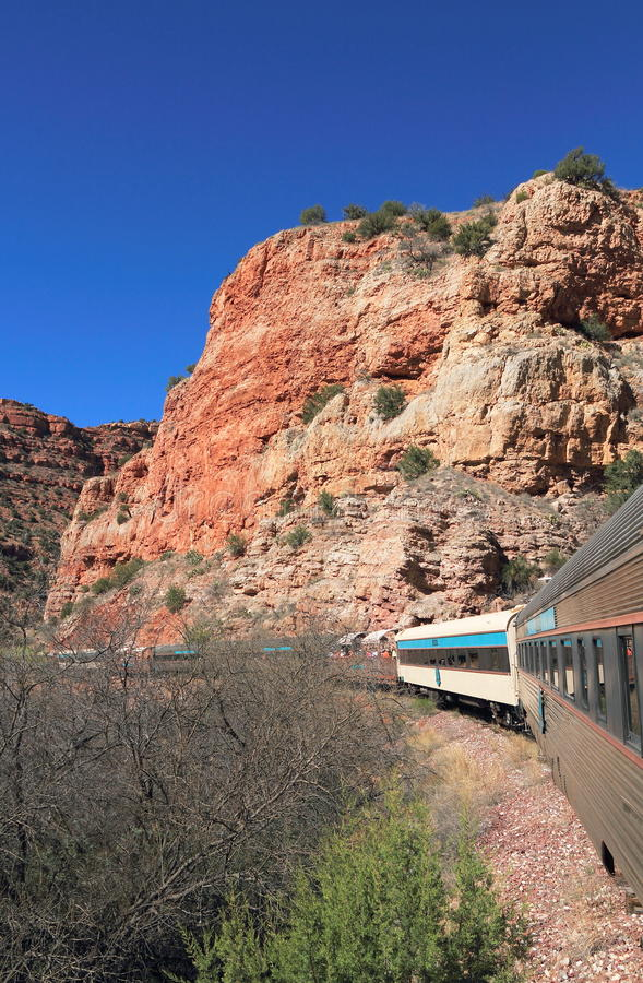 Toerisme in Arizona/USA: Toeristentrein in Verde-Canion stock foto