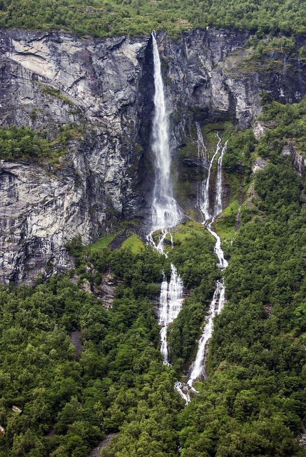 Toerismevakantie en reis Bergen en waterval in Bergen, Noorwegen, Scandinavië stock afbeeldingen