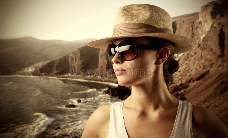 Toerist bij het overzees stock fotografie