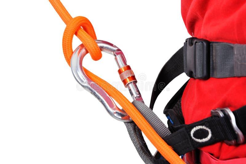 Toerist die een kabel beklimmen stock foto's