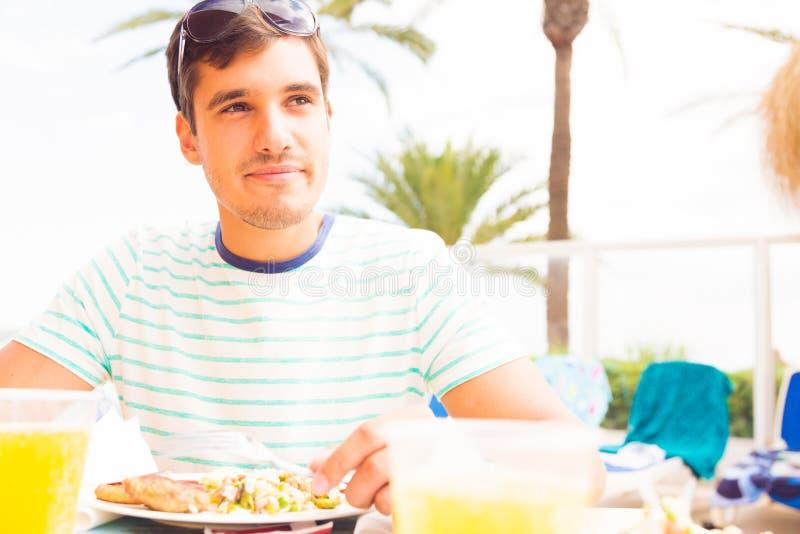 Toerist die Lunch hebben royalty-vrije stock fotografie
