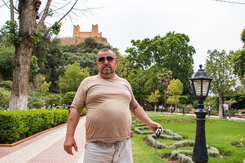 Toerist in een reis binnen door Marokko stock fotografie