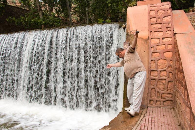 Toerist in een reis binnen door Marokko stock foto's