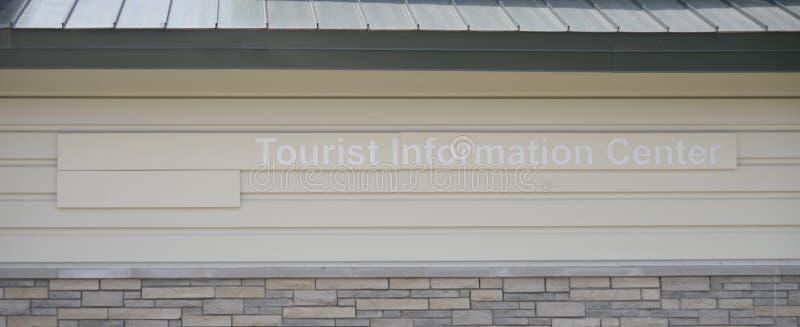 Toerist en het Centrum van de Toerismeinformatie en Parkeerplaats royalty-vrije stock afbeeldingen
