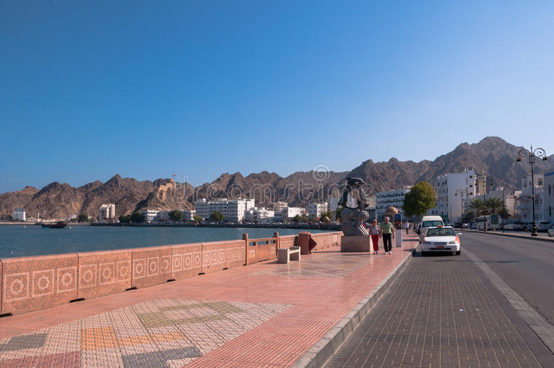 Toerist op Corniche, Muscateldruif, Oman royalty-vrije stock fotografie