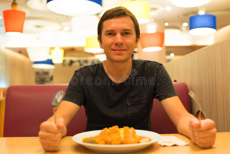 Toerist in restaurant royalty-vrije stock afbeelding