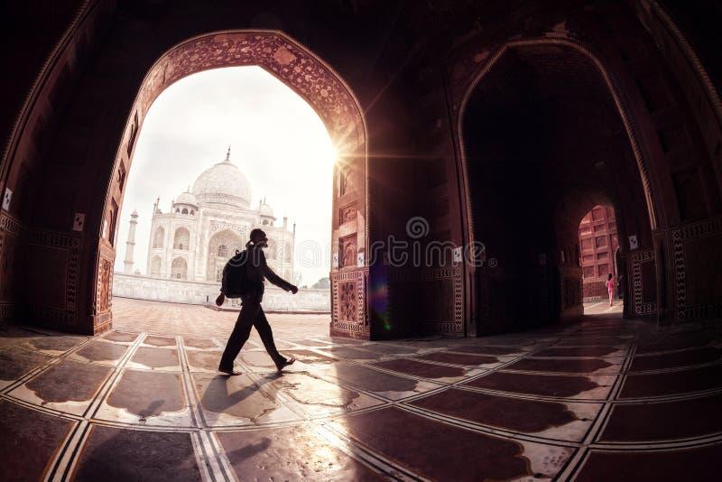 Toerist in Taj Mahal stock foto