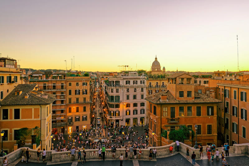 Toeristen bij Spaanse Stappen bij Vierkant van Spanje Rome Italië stock foto's