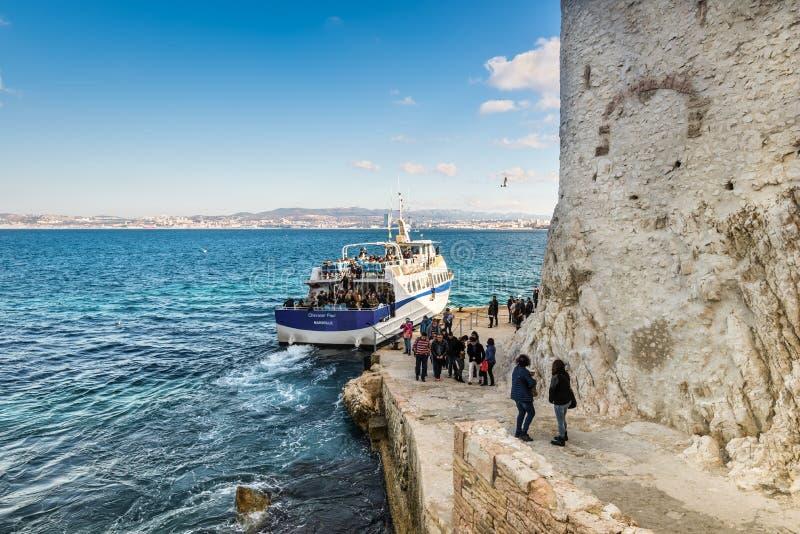 Toeristen in Chateau D ` als in Marseille, Frankrijk royalty-vrije stock fotografie