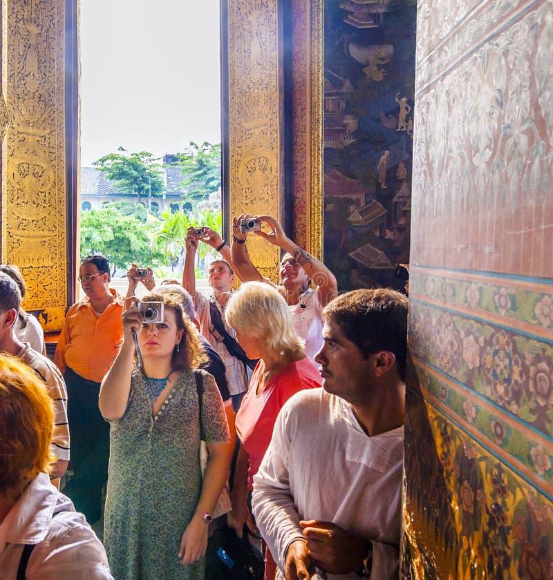 Toeristen in de Tempel Wat Pho stock afbeeldingen