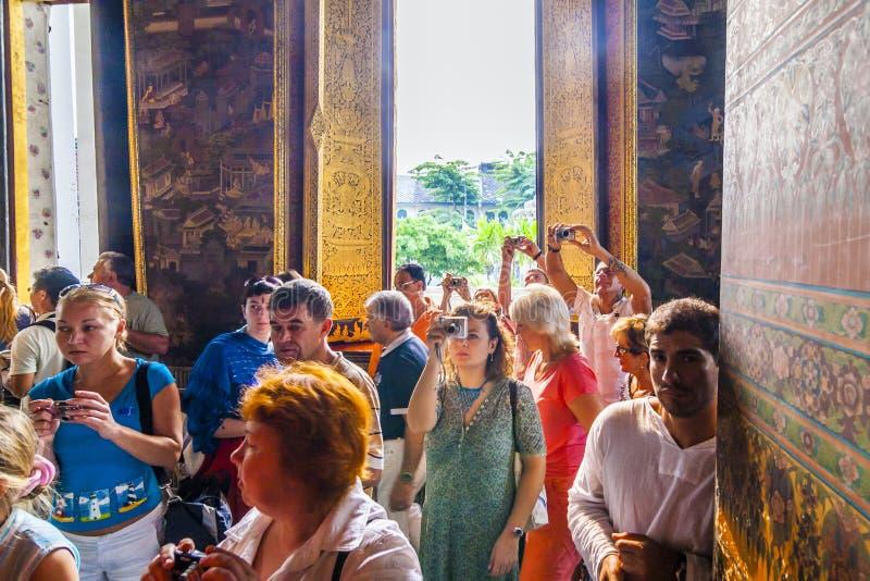 Toeristen in de Tempel Wat Pho stock afbeelding